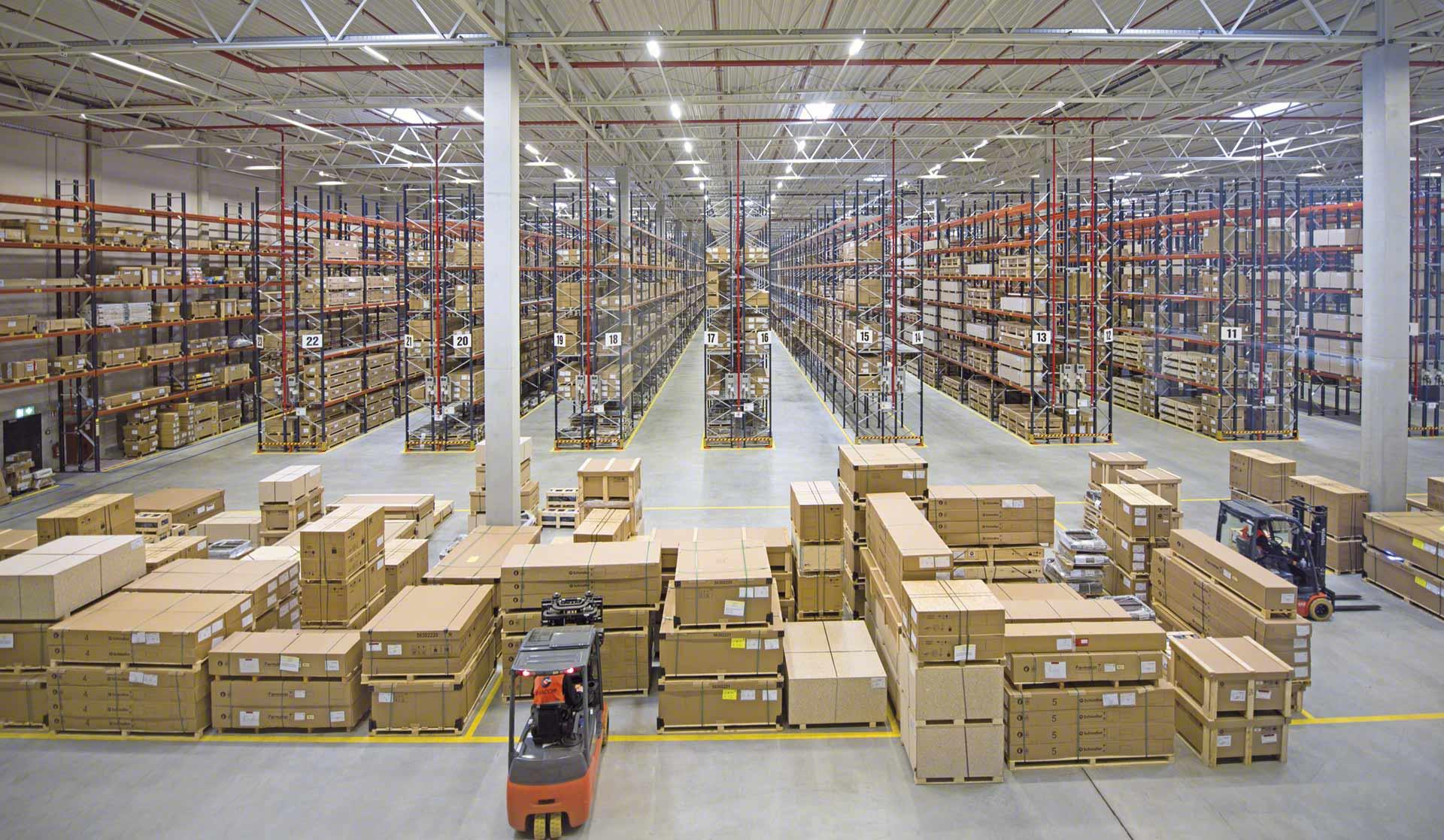 La logística de aprovisionamiento hace referencia a la adquisición y almacenamiento de mercancía
