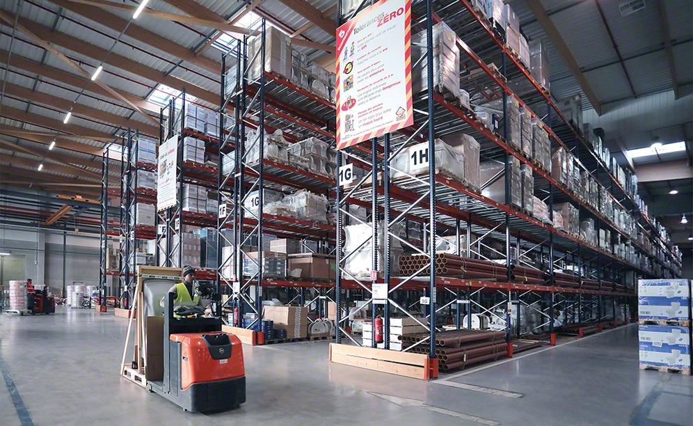 Saint-Gobain utiliza el espacio disponible de sus bodegas de forma inteligente, aprovechando cada metro cuadrado con operativas eficientes que contribuyen al buen rendimiento de la instalación