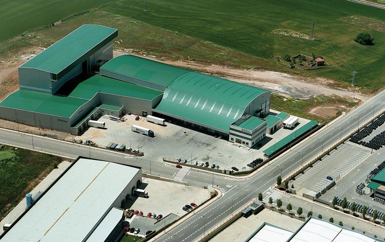 Bodega dedicada a la logística de productos alimentarios refrigerados y congelados