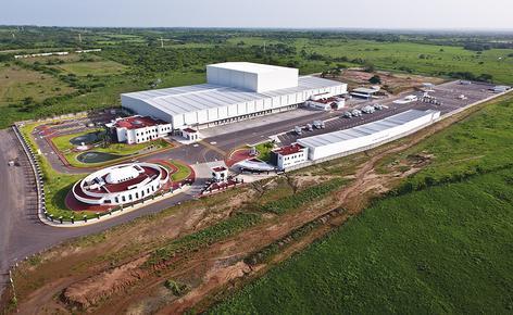 Sobre una superficie de 4.610 m², Mecalux ha construido una bodega automática autoportante de aproximadamente 30 m de altura y una capacidad para más de 28.000 estibas