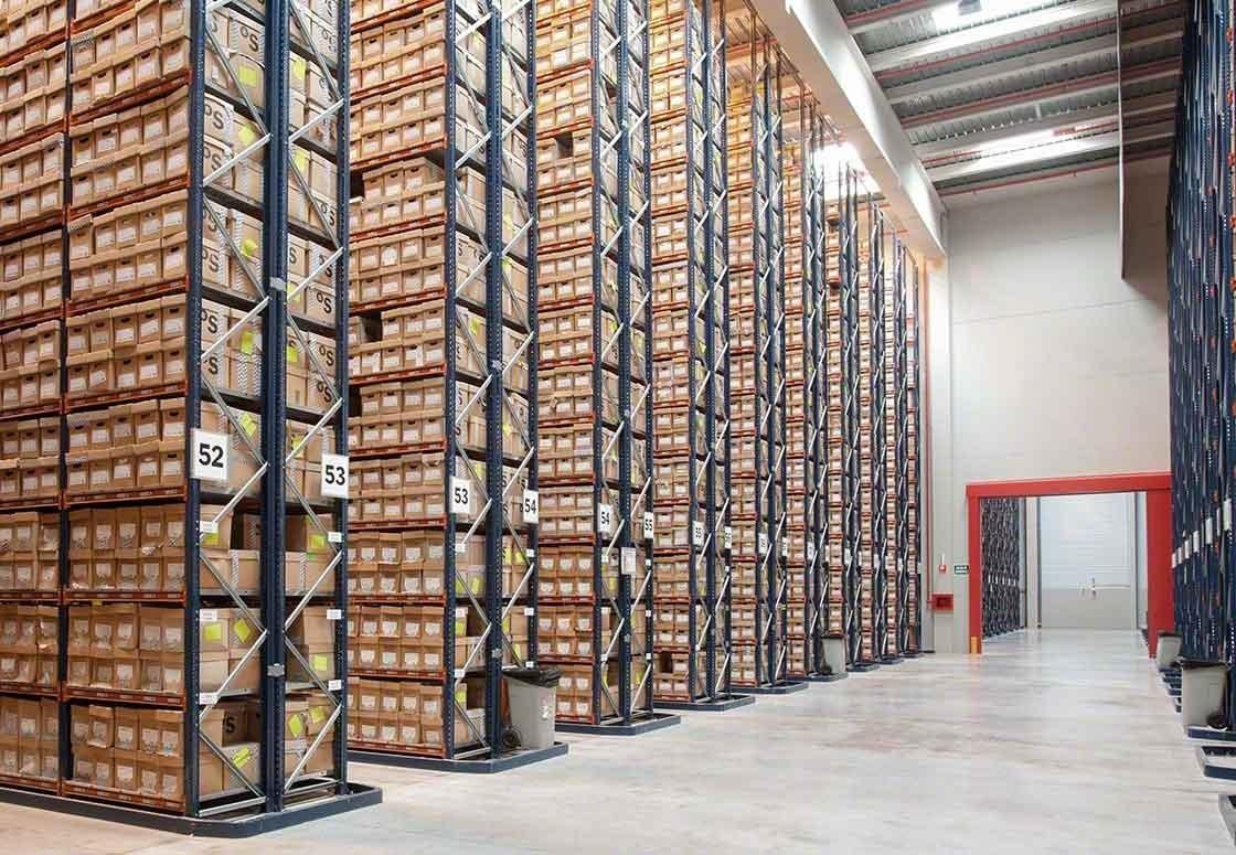 A mayor número de referencias, mayor costo de almacenamiento y gestión