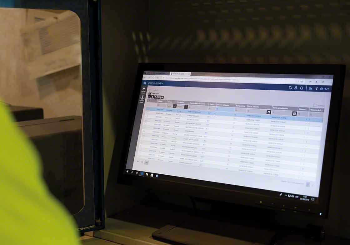 La instalación de nuevas versiones del software de gestión del almacén forman parte del mantenimiento de actualización