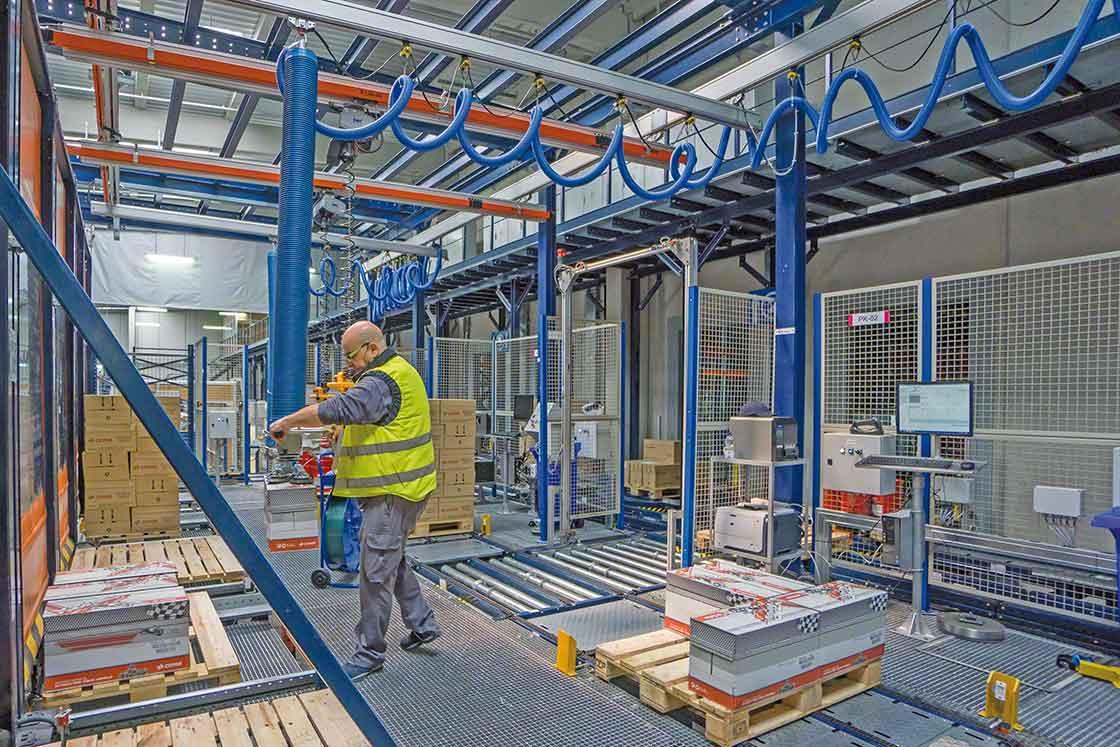 La tendencia de uso de 'cobots' mejora la seguridad de los operarios como parte de la gestión de la logística interna