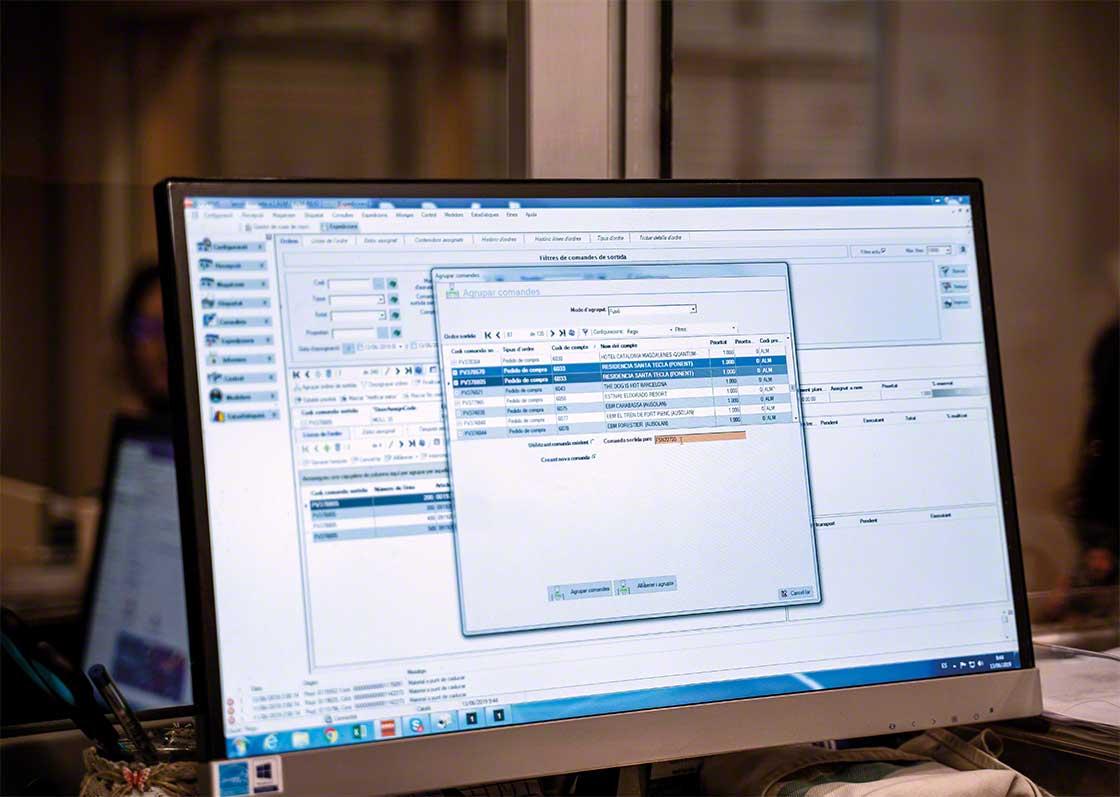 El software de gestión de almacenes es un ejemplo de tecnología que facilita la transformación digital en logística
