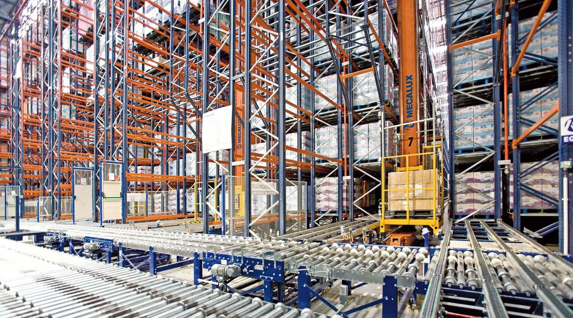 Panorama de cómo funciona un almacén automático con sistemas integrados